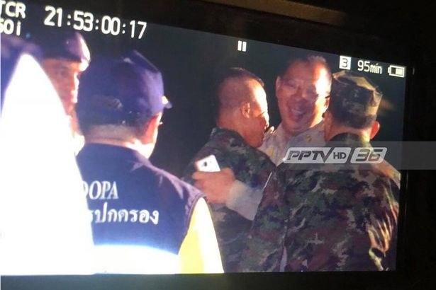 Radość służb ratunkowych w tajskiej telewizji /