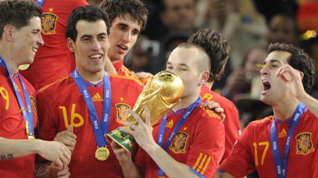 Radość triumfujących Hiszpanów oglądały miliony Polaków /AFP