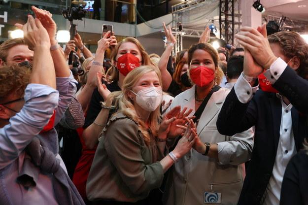 Radość w sztabie SPD /MAJA HITIJ / POOL /PAP/EPA