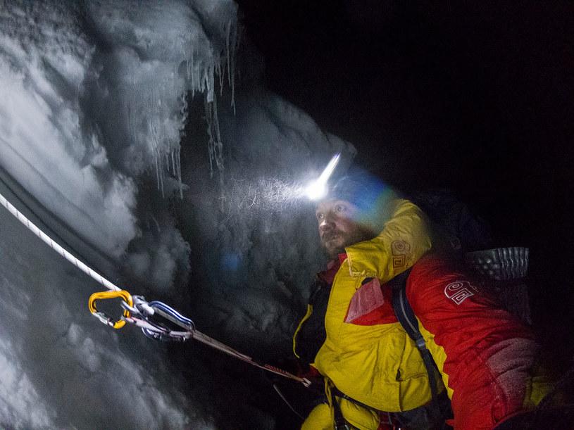 """""""Radość z wejścia na szczyt jest ogromna, ale przebywanie na tych wysokościach bez dodatkowego tlenu wyniszcza organizm."""" /Łukasz Kocewiak /materiał zewnętrzny"""