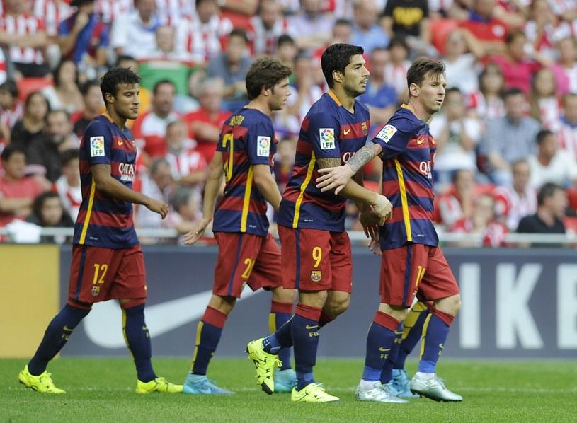 Radość zawodników Barcelony po trafieniu Suareza była umiarkowana /AFP