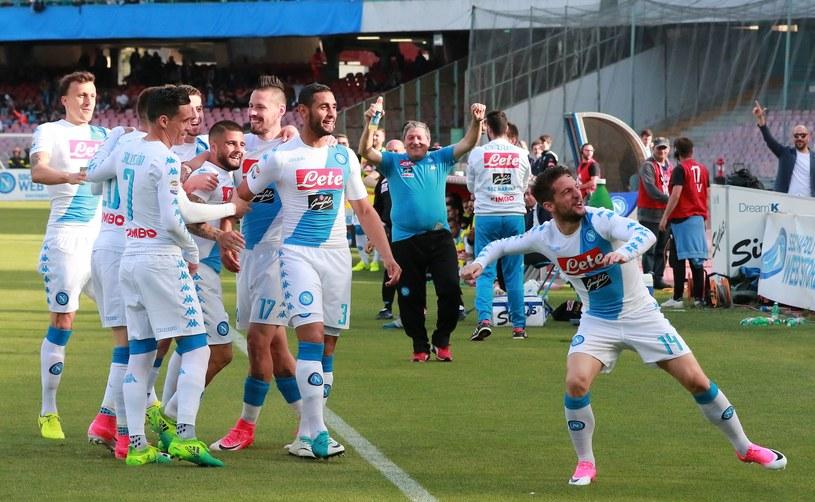 Radość zawodników Napoli po golu Driesa Mertensa /AFP