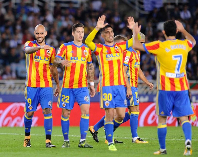 Radość zawodników Valencii po wygranej w San Sebastian /AFP