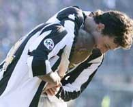 Radość Zlatana Ibrahimovicia i Rubena Olivery po pierwszy golu dla Juve /AFP