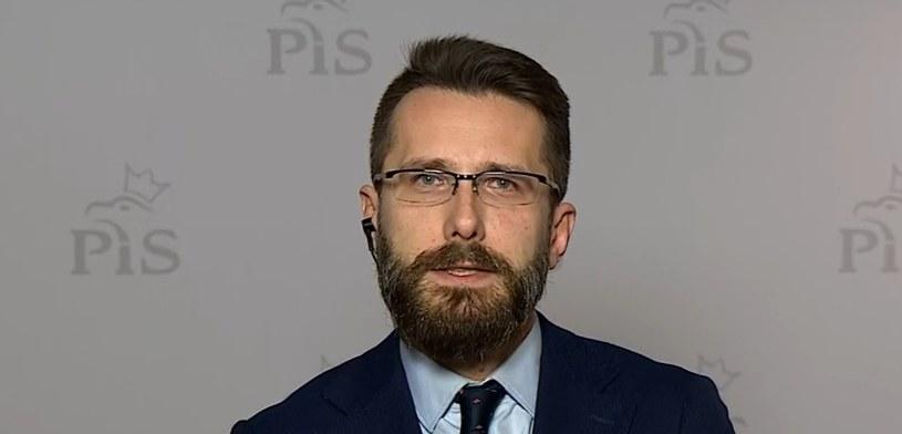 """Radosław Fogiel w """"Gościu Wydarzeń"""" /Polsat News"""