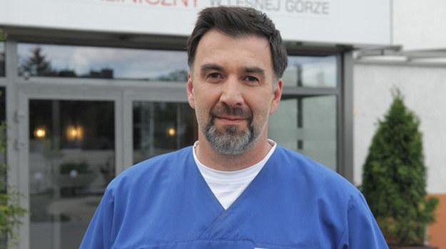 Radosław Krzyżowski, czyli serialowy dr Sambor /www.nadobre.tvp.pl/