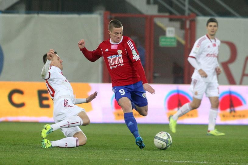 Radosław Murawski (w środku) w meczu z Wisłą Kraków /Fot. Marek Zimny /PAP