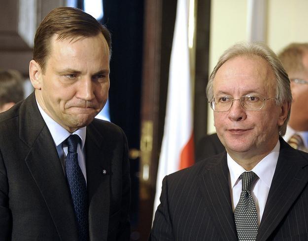 Radosław Sikorski i minister spraw zagranicznych Białorusi Siergiej Martynow /AFP