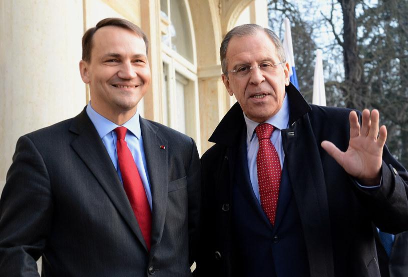 Radosław Sikorski i Siergiej Ławrow /AFP