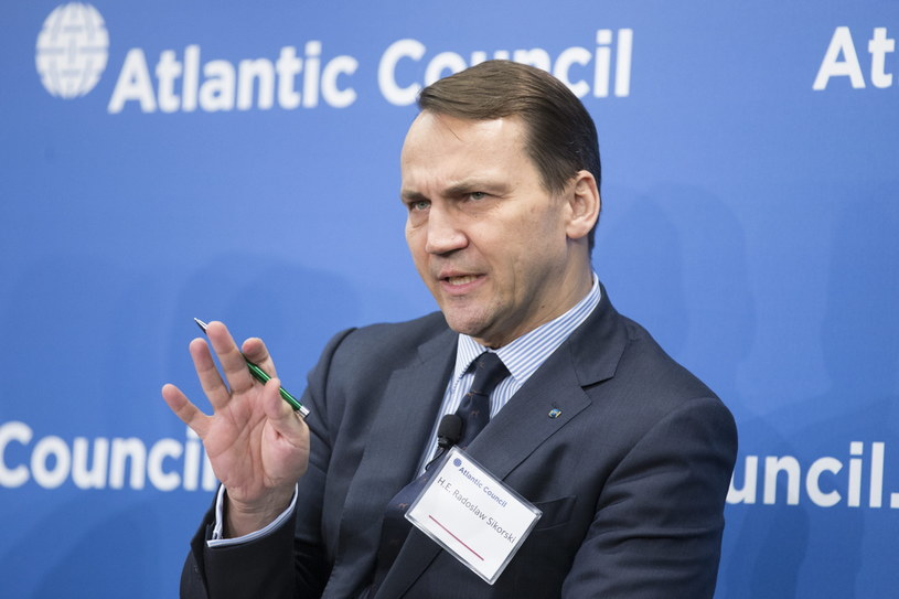 Radosław Sikorski na konferencji w Radzie Atlantyckiej w Waszyngtonie /PAP/EPA