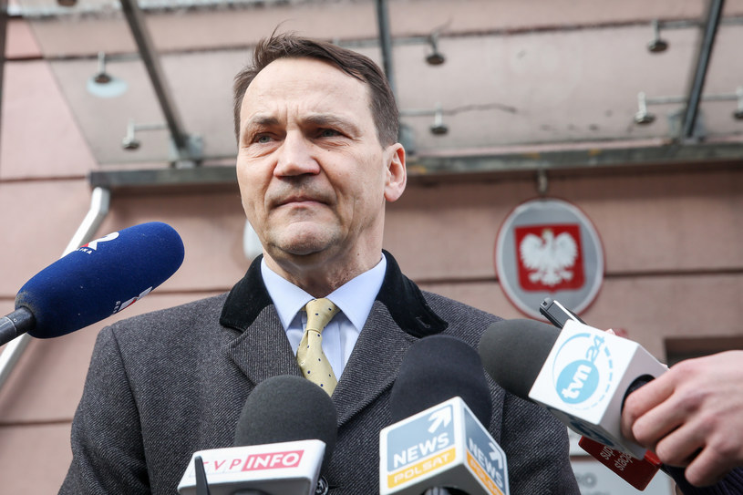 Radosław Sikorski po przesłuchaniu w prokuraturze /Andrzej Iwańczuk /Reporter