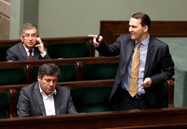 Radosław Sikorski (z prawej) /Tomasz Gzell /PAP