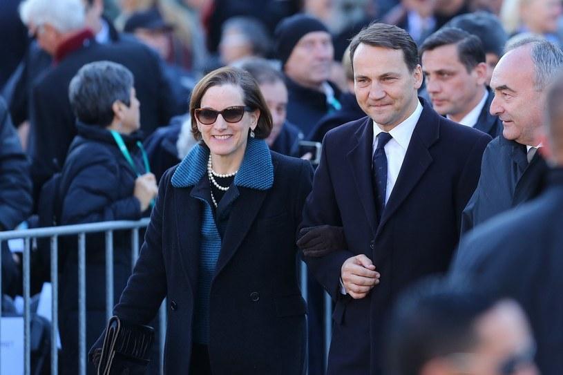 Radosław Sikorski z żoną, Anne Applebaum, znaną amerykańską dziennikarką /Kamil Piklikiewicz /East News