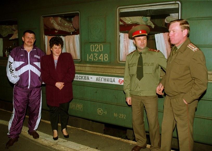 Radzieccy żołnierze czekają na odjazd pociągu /JAN SKARZYNSKI/REPORTER /East News