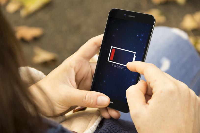 Radzimy, jak przedłużyć życie baterii w waszym smartfonie /123RF/PICSEL