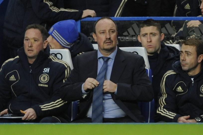 Rafael Benitez (w środku) zadebiutował na ławce trenerskiej Chelsea Londyn /PAP/EPA