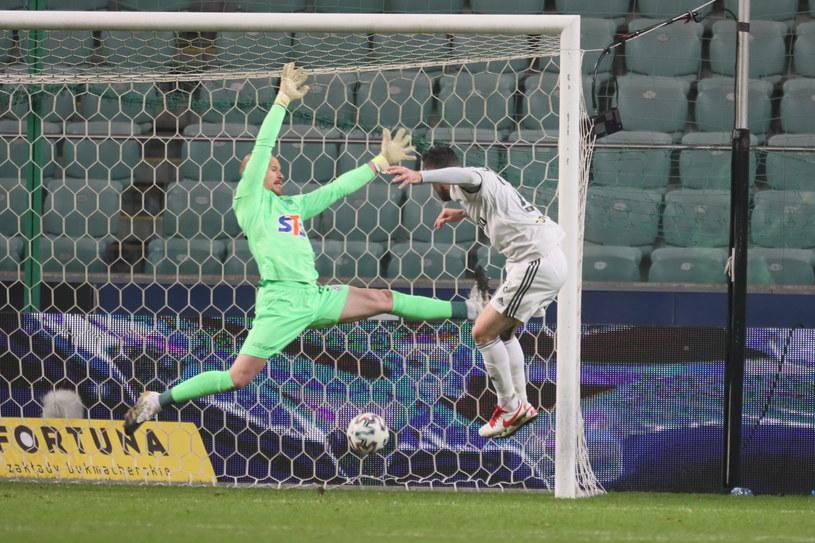 Rafael Lopes strzela zwycięskiego gola w meczu z Lechem / Leszek Szymański    /PAP