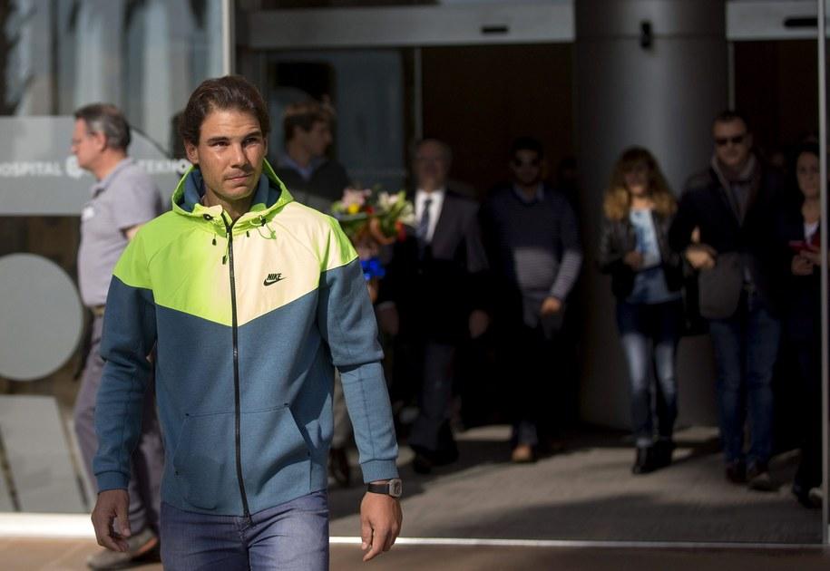Rafael Nadal opuszcza szpital po operacji wycięcia wyrostka robaczkowego /ALEJANDRO GARCIA  /PAP/EPA