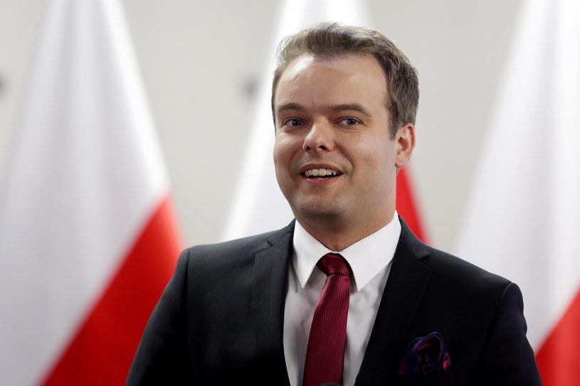 Rafał Bochenek jeszcze kilka lat temu prezentował prognozę pogody w lokalnej telewizji /Jarek Praszkiewicz /FORUM