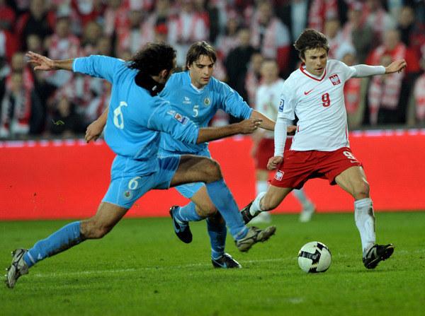 Rafał Boguski strzela bramkę San Marino w Kielcach w 2009 roku /AFP