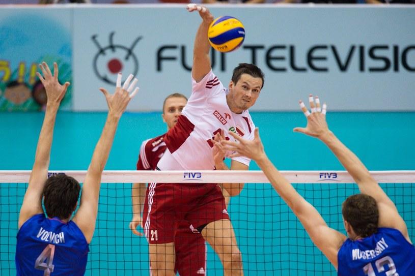 Rafał Buszek atakuje w meczu z Rosją /www.fivb.org