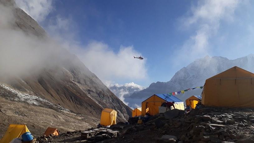 Rafał Fronia, doświadczony himalaista przybliża czytelnikom, o co naprawdę chodzi w górach /materiały prasowe