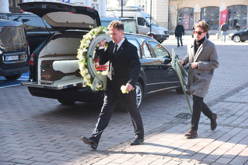 Rafał Królikowski przed kościołem /Tricolors /East News