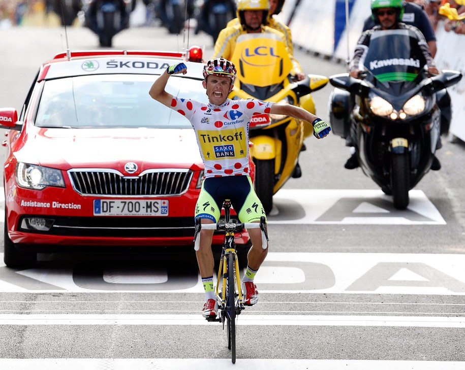 Rafał Majka na mecie 17. etapu Tour de France /BAS CZERWINSKI  /PAP/EPA