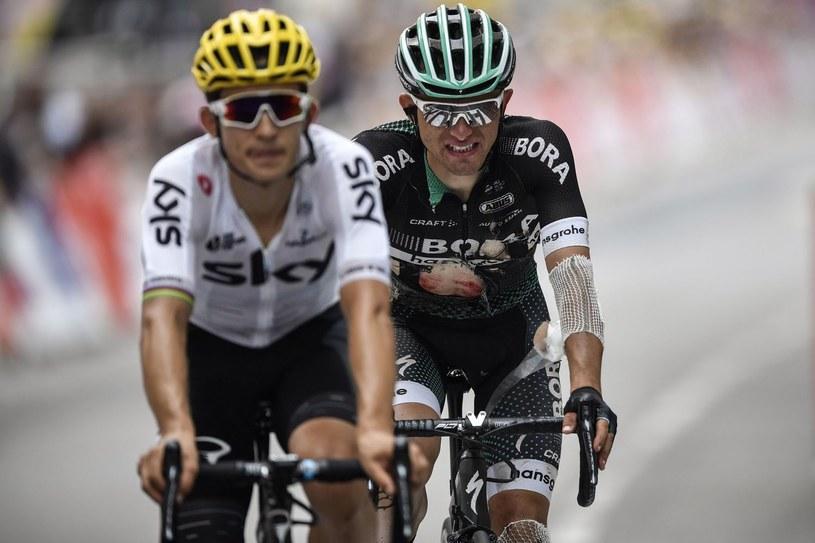 Rafał Majka (z prawej) po wypadku na trasie Tour de France. Obok Michał Kwiatkowski /AFP