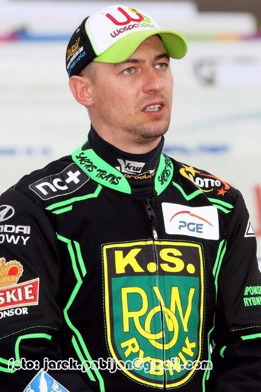 Rafał Szombierski w kevlarze, który trafił na licytację /Flipper Jarosław Pabijan