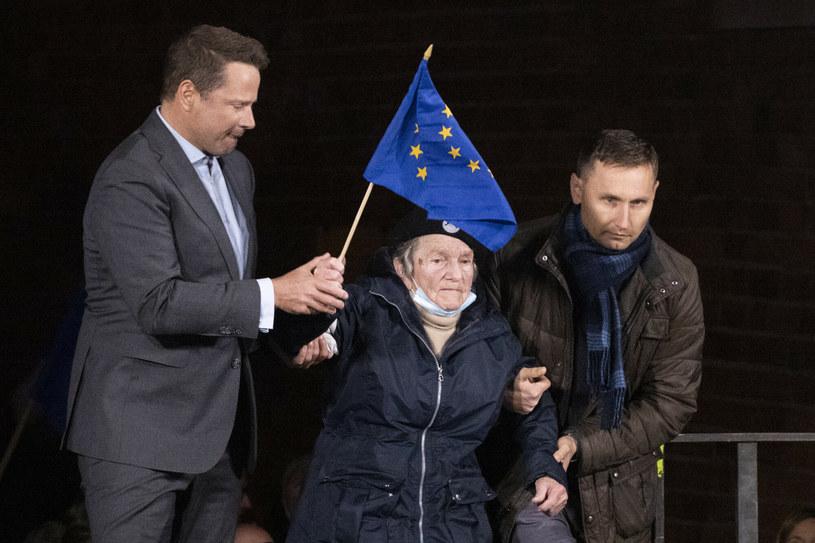 Rafał Trzaskowski i Wanda Traczyk-Stawska na manifestacji na Placu Zamkowym w Warszawie / Fot. Andrzej Iwanczuk /Reporter