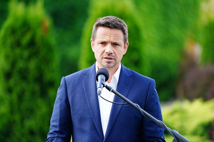 Rafał Trzaskowski podczas konferencji prasowej w Lesznie /Mateusz Marek /PAP