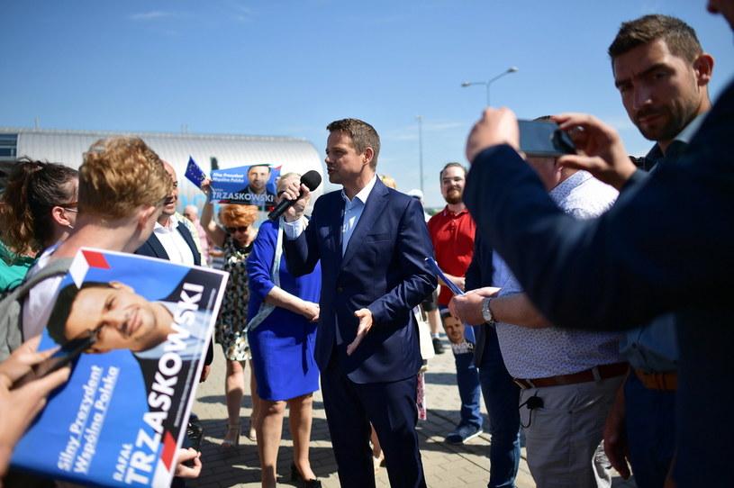 Rafał Trzaskowski podczas piątkowego objazdu po Mazowszu / Marcin Obara  /PAP