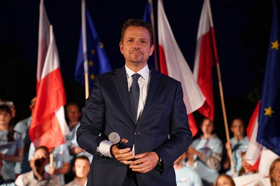 Rafał Trzaskowski podczas spotkania z mieszkańcami w Lesznie /Mateusz Marek /PAP