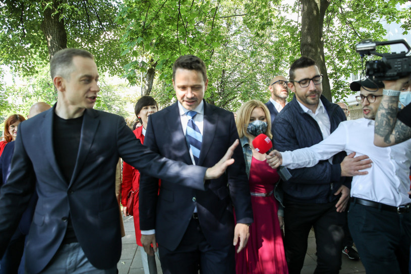 Rafał Trzaskowski w towarzystwie szefa sztabu Cezarego Tomczyka /fot. Andrzej Iwanczuk /Reporter