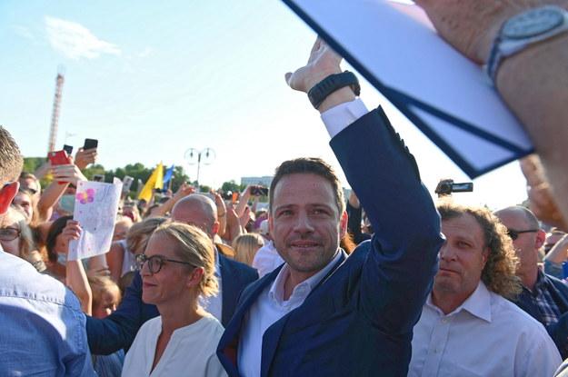 Rafał Trzaskowski z żoną Małgorzatą Trzaskowską w Gdyni podczas oficjalnego zakończenia kampanii prezydenckiej /Jan Dzban /PAP