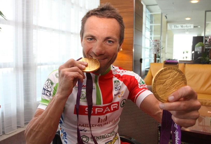 Rafał Wilk z medalami igrzysk paraolimpijskich /Fot. Mariusz Grzelak /East News