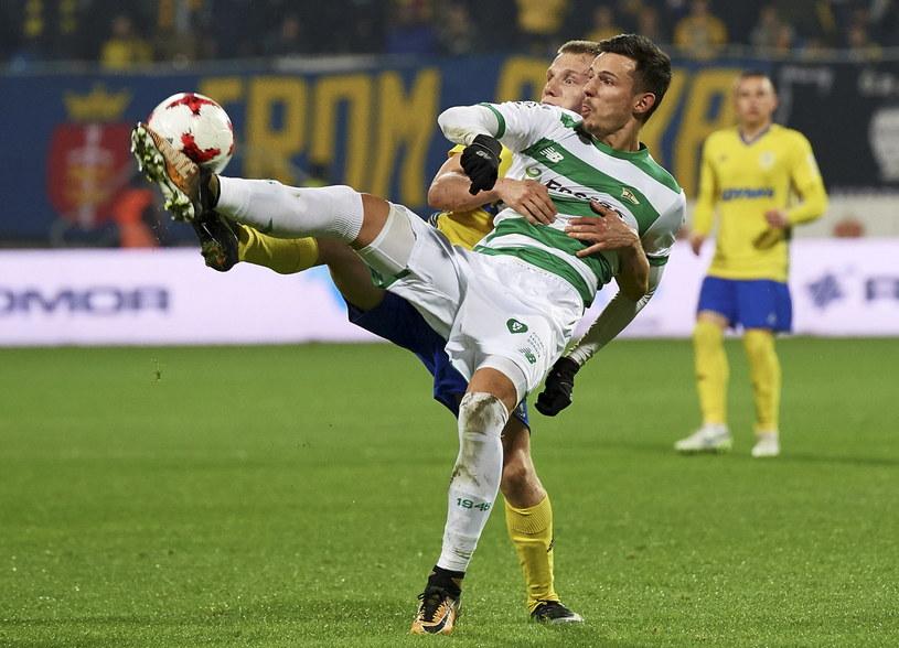 Rafał Wolski w ligowym meczu z Arką Gdynia /Adam Warżawa /PAP
