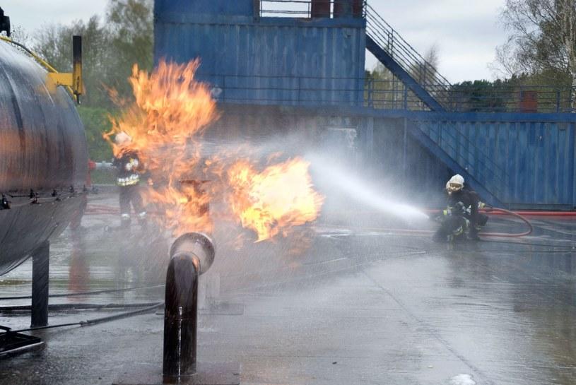 Rafinerie, fabryki i huty - przemysł bardzo łatwo może paść ofiarą ataków SCADA /123RF/PICSEL
