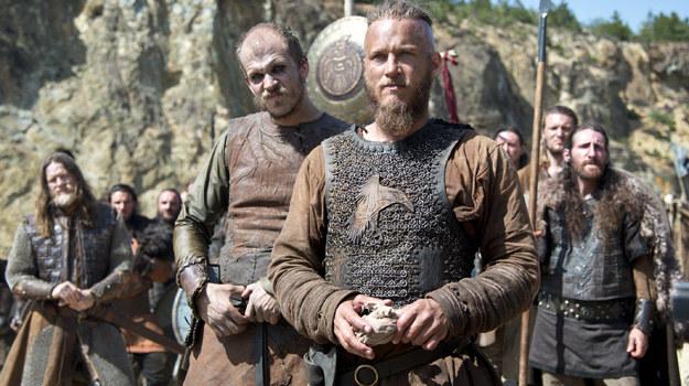 Ragnara (Travis Fimmel) czekają krwawe walki zarówno z Anglosasami, jak i współplemieńcami. /materiały prasowe