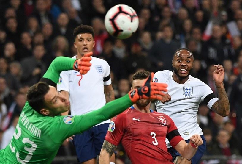 Raheem Sterling (z prawej) strzela gola dla Anglii /PAP/EPA