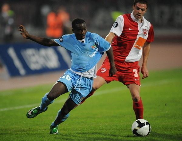 Rajdy skrzydłem były znakiem firmowym jedynego Burundyjczyka w historii naszej ligi /AFP