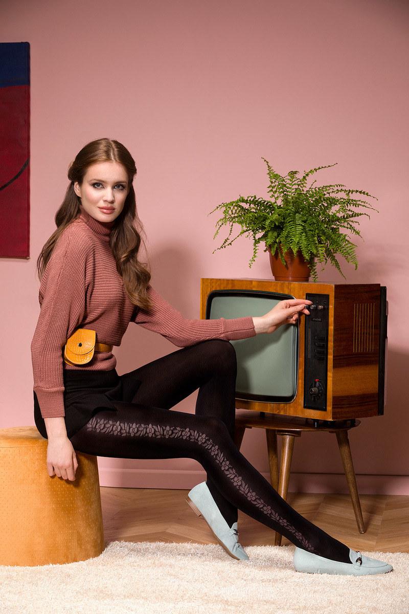 Rajstopy cieliste lub czarne – to klasyk, który z pewnością znasz już od najmłodszych lat /materiały promocyjne
