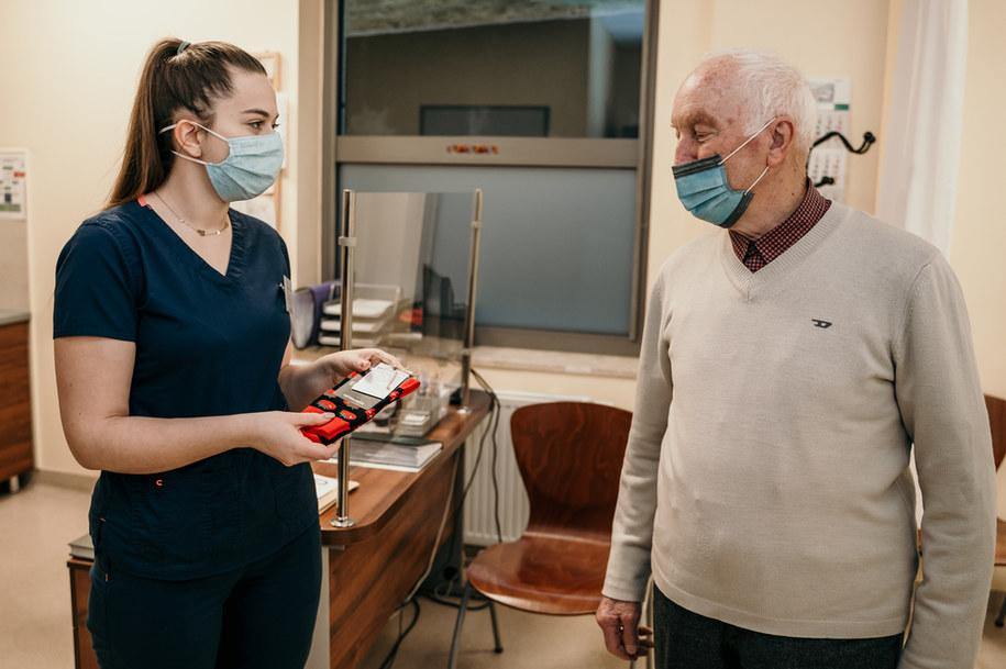 Rak prostaty? Pomidor. Niecodzienna akcja w katowickim szpitalu /Dawid Szymczak / MED Holding S.A.  /Materiały prasowe