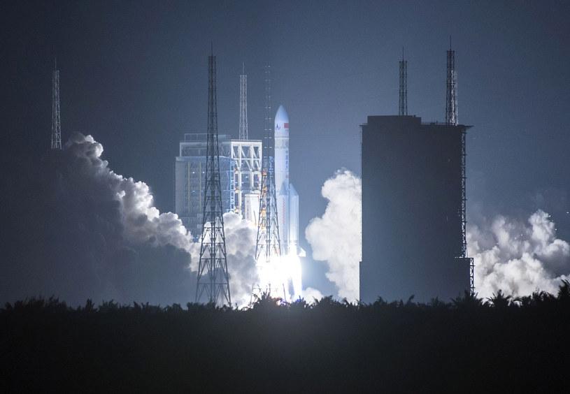 Rakieta Długi Marsz 5 jest jedną z najpotężniejszych rakiet na świecie /STRINGER/AFP /AFP
