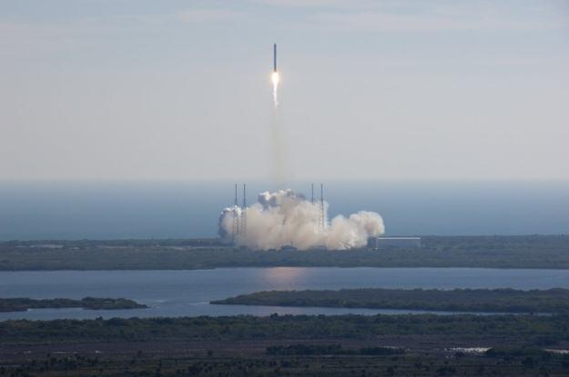 Rakieta Falcon 9 / fot.Alan Ault/NASA /materiały prasowe