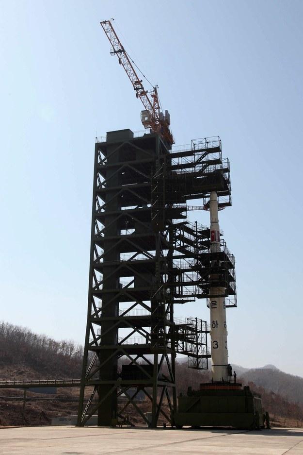 Rakieta, która w kwietniu miała wynieść na orbitę satelitę Kwangmyongsong-3 /Zhang Li /Photoshot    /PAP/EPA