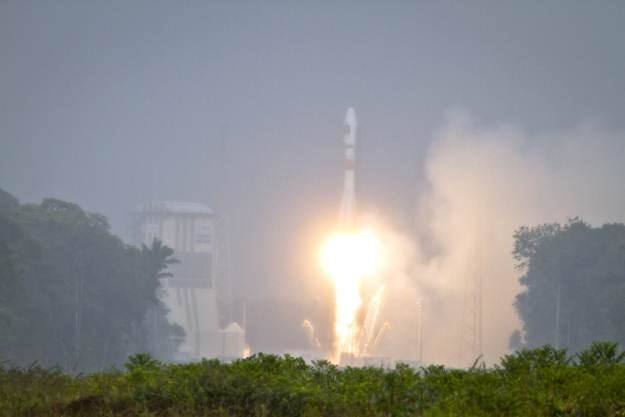 """Rakieta Sojuz startuje z Gujany Francuskiej. Na pokładzie -  """"europejski GPS"""" /AFP"""