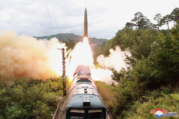 Rakieta wystrzelona przez Koreę Północną /KCNA /PAP/EPA
