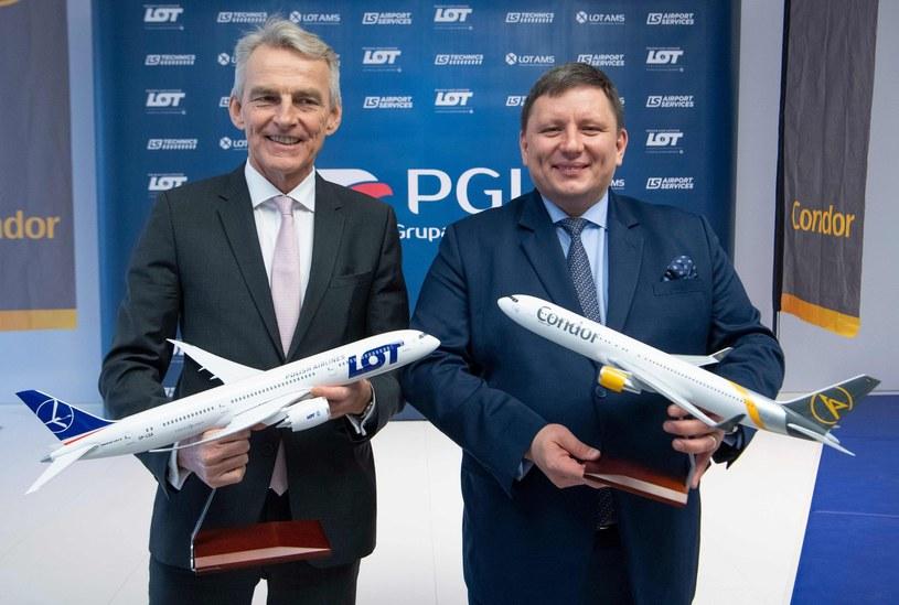 Ralf Teckentrup (L), prezes Condora i Rafał Milczarski, prezes LOT-u /AFP